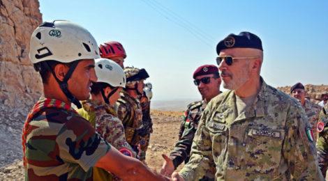 """Iraq: i nostri Alpini portano la loro """"Alpinità"""" nel deserto iracheno."""